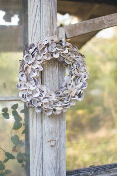 Whether holiday or everyday, this oyster shell wreath will add a perfect handmade charm to your home. Hang it on your door or use it on your table as a centerpiece surrounding a candle or flower arrangement. Seashell Wreath, Seashell Art, Seashell Crafts, Beach Crafts, Oyster Shell Crafts, Oyster Shells, Sea Shells, Nautical Wall Decor, Coastal Decor