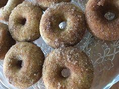 Donitsit uunissa, kaneli-sokeridonitsit ovat pehmeitä ja herkullisia. Gluteeniton vissytaikina.