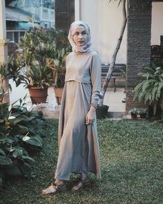 41 New Ideas Skirt Outfits Blue Casual Muslim Fashion, Modest Fashion, Fashion Dresses, Hijab Fashion Inspiration, Style Inspiration, Skirt Outfits, Casual Outfits, Hijab Dress Party, Model Kebaya
