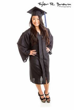 Cap and gown- studio | Senior Portraits | Pinterest | Studios ...