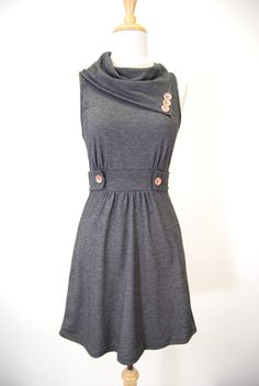 Vintage inspired clothing makes me so happy! I am IN love with this amazing dress.