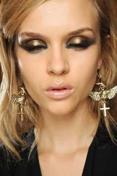 love the eye makeup job... hate the earrings/model's expression lol