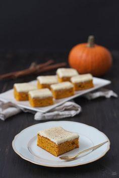 Saftiger Kürbiskuchen mit Frischkäsefrosting // pumpkin cake with cream cheese frosting // Sweets & Lifestyle