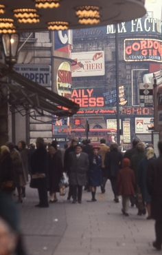 Piccadilly in 1969 London Now, East End London, Old London, Paris City, London City, City Photography, Vintage Photography, Sunken City, Swinging London