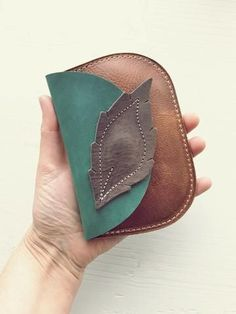 purses and bags Leather Gifts, Leather Bags Handmade, Leather Craft, Leather Accessories, Leather Jewelry, Leather Purses, Leather Purse Diy, Leather Totes, Tan Leather