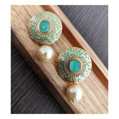 Gold Jewelry For Sale, Stylish Jewelry, Cute Jewelry, Fashion Jewelry, Jumka Earrings, Indian Wedding Jewelry, Gold Jewellery Design, India Jewelry, Antique Gold