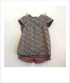 Short à poches passepoilées et blouse d'été liberty