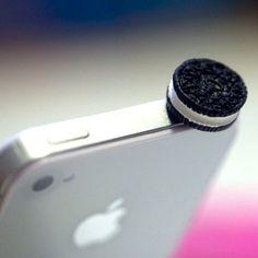 Plug para evitar que entre el polvo en el puerto de audífonos de tu iphone en forma de oreo.