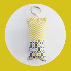Porte-clé en tissus jaunes chevrons et losanges noirs et jaunes : Porte clés par zig-et-zag