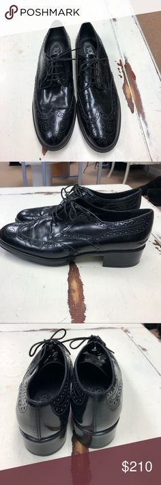 TOD'S wing tip leather shoes TOD'S black leather wing tip women's shoes size 39 Tod's Shoes