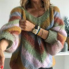 Cozy and cute striped knit sweater. Fair Isle Knitting, Loom Knitting, Knitting Patterns, Knitwear Fashion, Knit Fashion, Mo Hair, Mohair Sweater, Cute Shirts, Knitting Projects