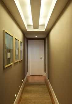 sancas gesso corredor 1 Entry Way Design, Hallway Designs, House With Porch, Corridor Design, Living Room Designs, Coridor Design, Simple False Ceiling Design, Ceiling Design Living Room, Home Wall Decor