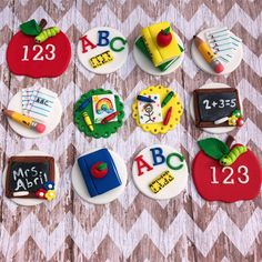 dia del maestro Excited to share this item from my shop: 12 fondant school theme cupcake toppers Teacher Cupcakes, School Cupcakes, School Cake, Fondant Cupcake Toppers, Cupcake Cakes, Bolo Dino, Fathers Day Cake, Graduation Cupcakes, Fondant Decorations