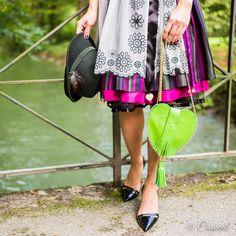 Was fesche Fashionistas für die 192. Wiesn brauchen? Natürlich ein passendes Accessoire - die #Trachtentasche aus Leder in #Herzform! So schee! #Trachtentaschen sind in #Cassinel Online Shop erhältlich: www.cassinel.net