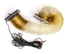 a slinky dipole antenna that covers almost all hf bands mede with a flexible 90 turn metal spring by n4spp. This resource is listed under Antennas/Dipole