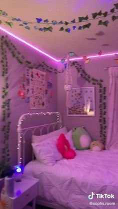 Cute Bedroom Decor, Room Design Bedroom, Room Ideas Bedroom, Small Room Bedroom, Bedroom Inspo, Small Rooms, Indie Bedroom, Otaku Room, Chill Room