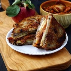 Love grilled cheese sandwiches? Love Korean food? Then you are going to LOVE this Grilled Cheese Sandwich with Kimchi & Apples.