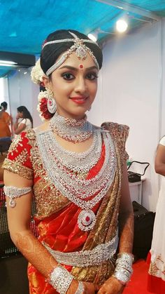 Indian Bridal Fashion, Indian Bridal Wear, Indian Wear, Casual Chique, Indian Jewellery Design, Jewellery Designs, Indian Jewelry, Necklace Designs, South Indian Bride