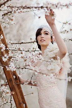 ニュアンスカラー+桜の刺繍の入った優しげドレス♡ 桜の時期のウェディングのアイデア。結婚式/ブライダルの参考に☆