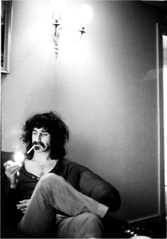 Frank Zappa photographed by Michael Putland at the Royal Garden Hotel in London, 1971.