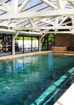 Extension contemporaine pour une maison traditionnelle de - Residence piscine interieure ...