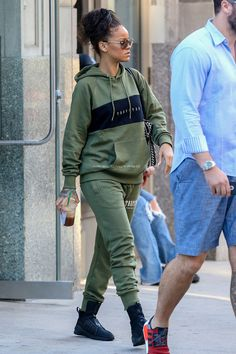 "hqrihanna: ""arielcalypso: "" Rihanna out and about in NYC - (23rd August 2016) "" """