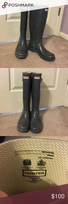 Hunter rain boots Size 7F, lightly worn, grey original gloss. Great rain boots! Hunter Boots Shoes Winter & Rain Boots