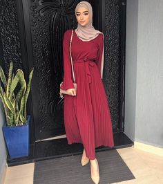 IG: phyrewear - Another! Muslim Women Fashion, Modern Hijab Fashion, Abaya Fashion, Modest Fashion, Hijab Style Dress, Hijab Chic, Hijab Outfit, Modest Dresses, Modest Outfits