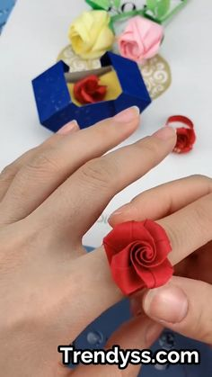 Everybody knows about origami, the Japanese art of paper folding. But what is it that can make origami so magical, … Origami Rose, Instruções Origami, Origami Videos, Diy Crafts Hacks, Diy Crafts For Gifts, Diy Arts And Crafts, Fun Crafts For Kids, Diy Crafts Videos, Cool Paper Crafts