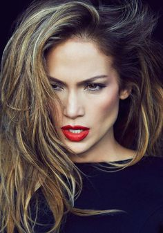 Jennifer Lopez is a very nice woman. Always alluring, always popular. His hair, usually caramel. Ombre hair is also very and at the ends of the hair had