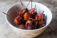 cider-glazed bacon-wrapped dates – smitten kitchen Bacon Dates, Bacon Wrapped Dates, Caramel Crunch, Caramel Tart, Potato Kugel, Smitten Kitchen, Twice Baked Potatoes, Clean Eating Snacks, Easy Meals