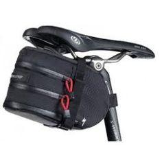 Specialized nyereg táska, melyben minden szükséges szerszám belefér ami kerékpárunk út széli, gyors szervizeléséhez szükséges lehet.  http://kuszikerekpar.hu/taska_specialized_nyerdirt_wedgie_fekete_11483