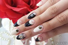 CHANEL×ブラック×アイボリー★ 【acca style】 http://nail-beautynavi.woman.excite.co.jp/design/detail/340011?pint ≪ #nail #nails #nailart #softgel #black #white #ネイル #秋ネイル #フレンチ ≫