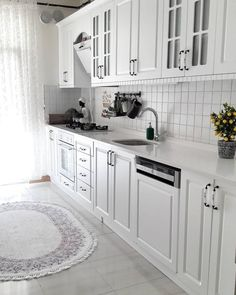 Home Decor – Decor Ideas – decor Kitchen Cabinet Design, Kitchen Cabinetry, Modern Kitchen Design, Kitchen Flooring, Kitchen Carpet, Diy Kitchen Decor, Kitchen Interior, Home Interior Design, Small Apartment Kitchen