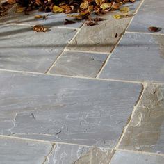 Pure paving stones from vintage sandstone 'Cragstone' Outdated York-PAVIN … Vintage sandstone pure paving stones 'Cragstone' Outdated York-PAVING SLABS # Garden Paving, Garden Paths, Garden Slabs, Outdoor Paving, Garden Landscaping, Patio Slabs, Patio Stone, Cement Patio, Sandstone Paving