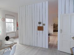 Eine Holzwand als Wandverkleidung und Deko Idee Wooden wall as a pretext for the sliding door (in gray? Curtains Childrens Room, Room Divider Curtain, Shared Rooms, Wall Cladding, Wooden Walls, New Room, Home Bedroom, Living Spaces, Sweet Home