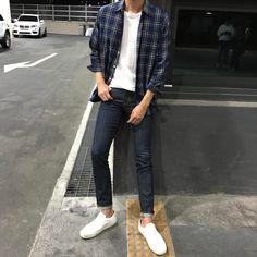 토요일끝! 집으로 ㅜㅜ Grunge Outfits, Trendy Outfits, Cool Outfits, Fashion Outfits, Korean Fashion Men, Ulzzang Fashion, Look Fashion, Urban Fashion, Fashion News
