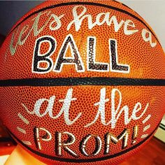 Proposal Ideas for guys Promposal Ideas: Cute Ways to Ask Someone to Homecoming or Prom Cute Promposals for Guys Cute Homecoming Proposals, Formal Proposals, Homecoming Ideas, Homecoming Posters, Homecoming Hair, Prom Pictures Couples, Prom Couples, Brooklyn And Bailey, The Knot