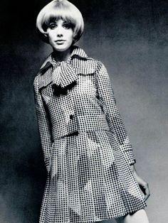 "theswinginsixties: "" Fashion by Ted Lapidus, 1969 "" Sixties Fashion, Mod Fashion, Fashion Photo, Vintage Fashion, Womens Fashion, Jeanne Lanvin, Monochrome Fashion, White Fashion, Christian Dior"