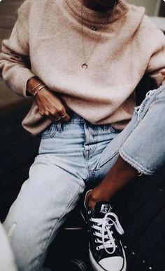 Street Style trends : high waist slim mom jeans Converse Chuck Ox Trainers… high waist slim mom jeans Converse Chuck Ox Trainers In Black Fashion Mode, Trendy Fashion, Girl Fashion, Fashion Outfits, Fashion Trends, Style Fashion, Jeans Fashion, Womens Fashion, 50 Fashion