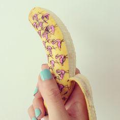 バナナをキャンバスに描かれた色とりどりのアート「Banana Graffiti」 | DesignWorks デザインワークス