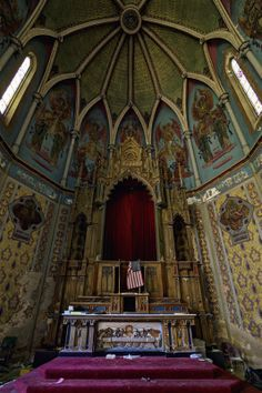Altar of a church in Pennsylvania. (Daniel Barter/Caters News)