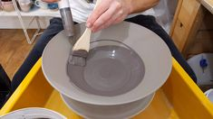 Hottest Photos clay pottery videos Concepts Using a syringe filled with black slip to easily apply a coating of slip to the inside of a fruit B Pottery Tools, Slab Pottery, Glazes For Pottery, Ceramic Pottery, Pottery Patterns, Pottery Designs, Ceramic Techniques, Pottery Techniques, Glazing Techniques
