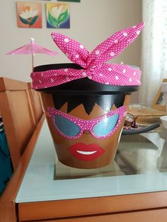 Flower Pot People, Clay Pot People, Clay Flower Pots, Ceramic Flower Pots, Plant Containers, Container Plants, Clay Pot Crafts, Crafts To Do, Decorative Clay Pots