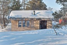 Familien fra Trondheim bor i hytte på kvadratmeter Building A Cabin, Trondheim, House In The Woods, Sustainability, Tiny House, Exterior, House Styles, Outdoor Decor, Design