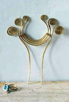 Hair comb   Alexander Calder.  Brass wire.    (ART365208)