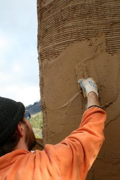Is Cob Building Cheap? Cob Building, Green Building, Building A House, Straw Bale Construction, Mud Hut, Earthship Home, Tadelakt, Build Your Own House, Natural Homes
