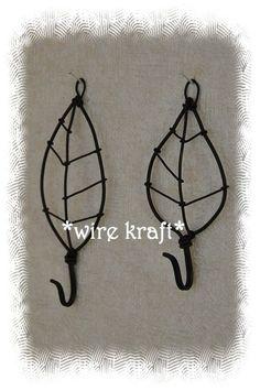 wire leaves Wire Crafts, Metal Crafts, Jewelry Crafts, Diy And Crafts, Arts And Crafts, Barbed Wire Art, Art Fil, Wire Hangers, Chicken Wire