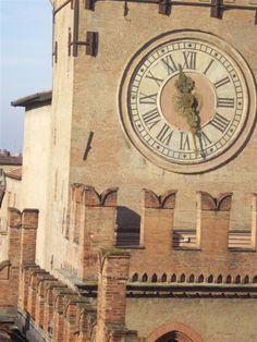 Torre Accursi (detta dell'Orologio) - Piazza Maggiore > Bologna. Italy