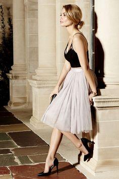 Essa cor da saia fica linda com preto.